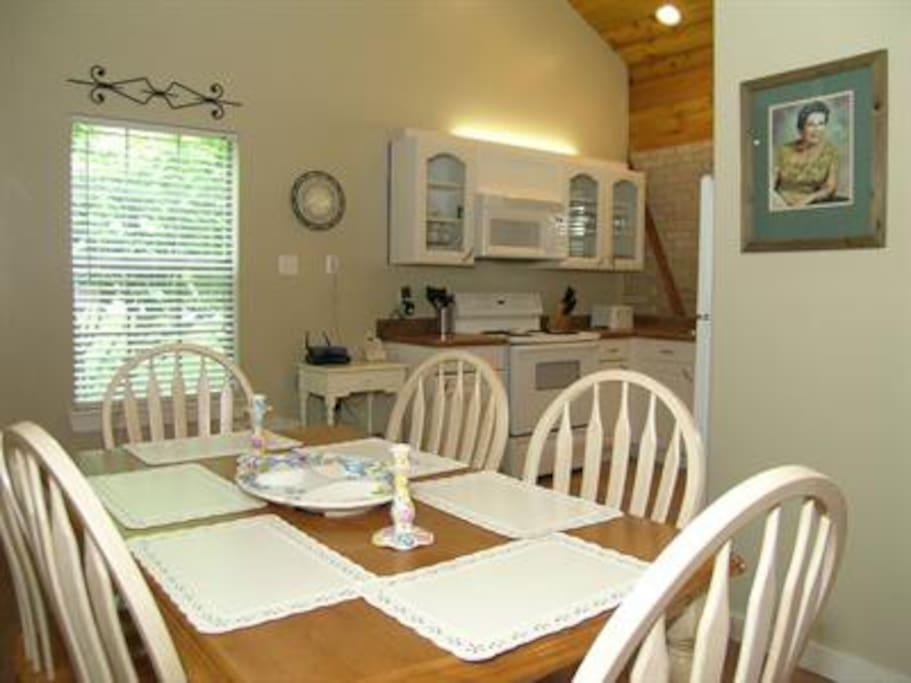 Oma's Seidel Haus-Dining Area