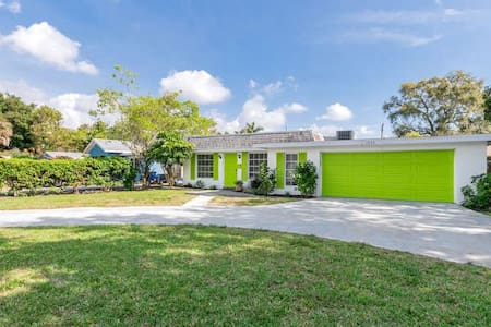 Relaxing Naples Home close to beach and downtown.