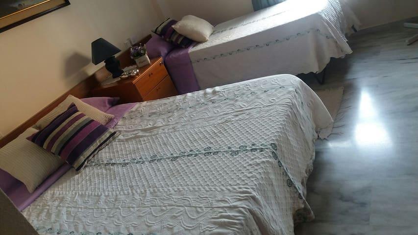 Habitación amplia y barata - Torremolinos - Apartment