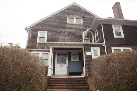 45 Woodlawn Avenue - Bristol