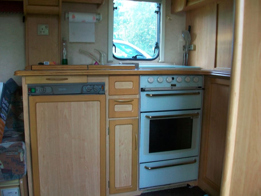 Cooker, hob,grill and fridge