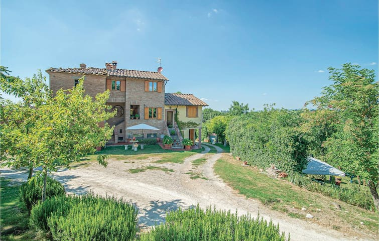 Terraced house with 3 bedrooms on 60m² in Castiglione d. Lago PG