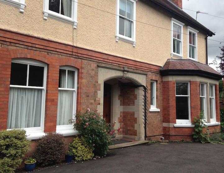 Ground floor apartment in Shrewsbury with parking
