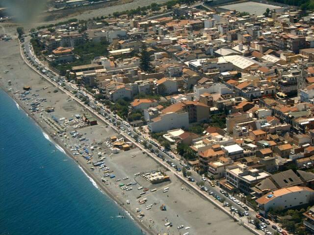 Bivani  panoramico  50 mt. dal mare in centrocittà - Roccalumera - Apartament