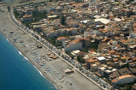 Bivani  panoramico  50 mt. dal mare in centrocittà - Roccalumera