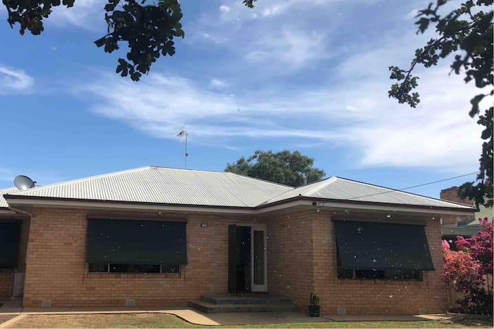 Deniliquin- Great size home for friends and family