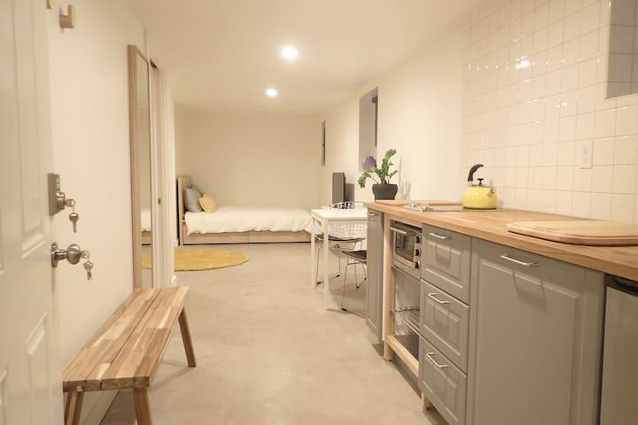 N Williams private studio retreat.