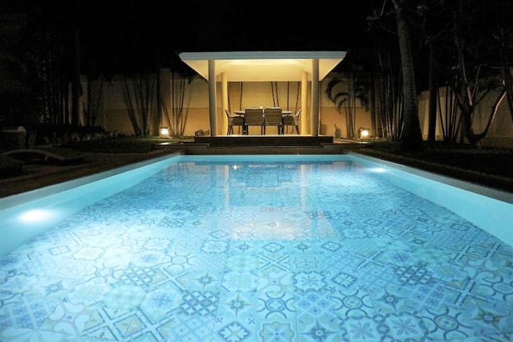 Luxury Pool Villa 44 / 3 BR 6-8 persons