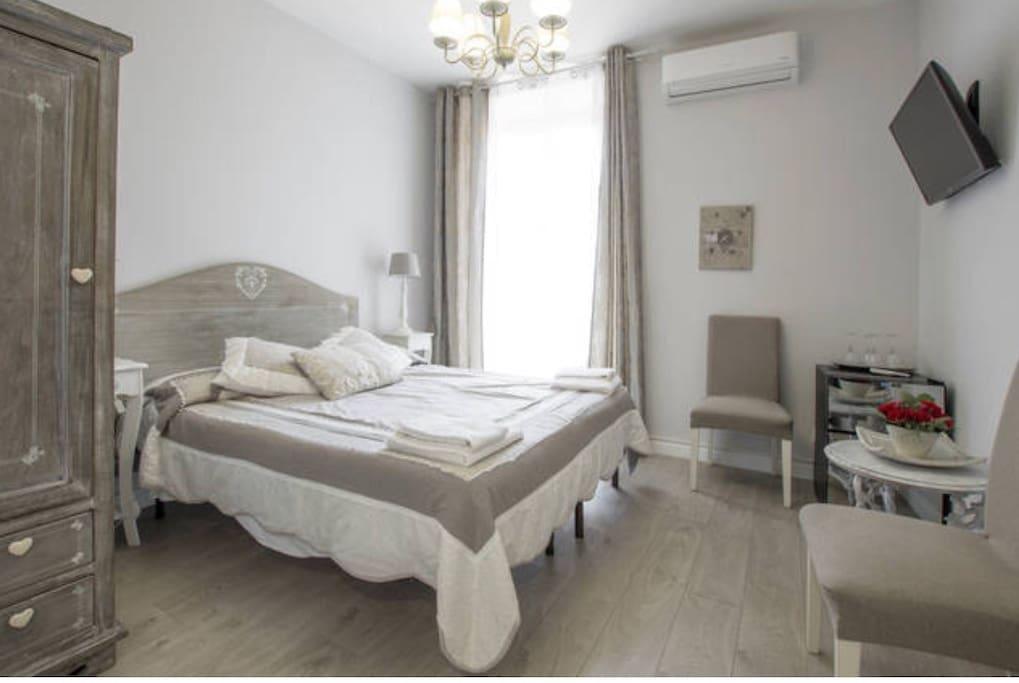 second bedroom ( seconda camera da letto)