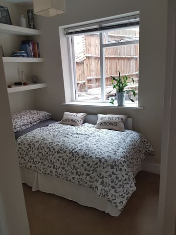 Streatham single room with parking