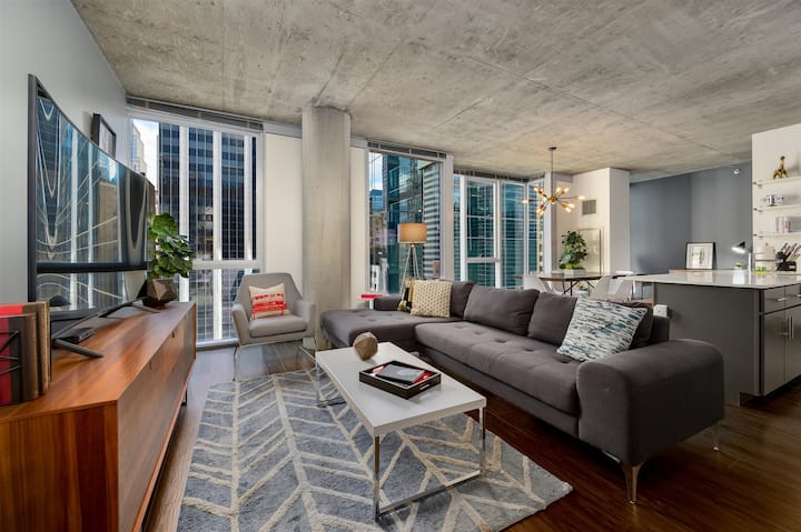 Kasa | Chicago | Family Ready 3BD/2BA Downtown Loop Apartment