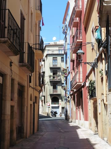 Beautiful apt Tarragona old town, great location!