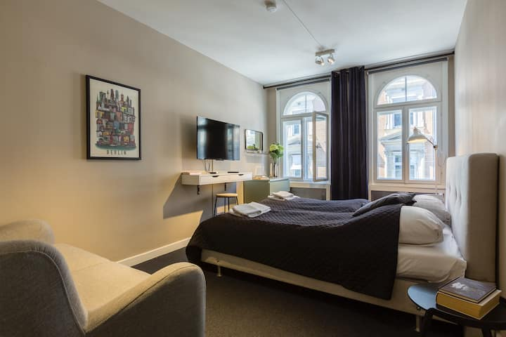 Historic and charming flat 50m from Kgs. Nytorv.