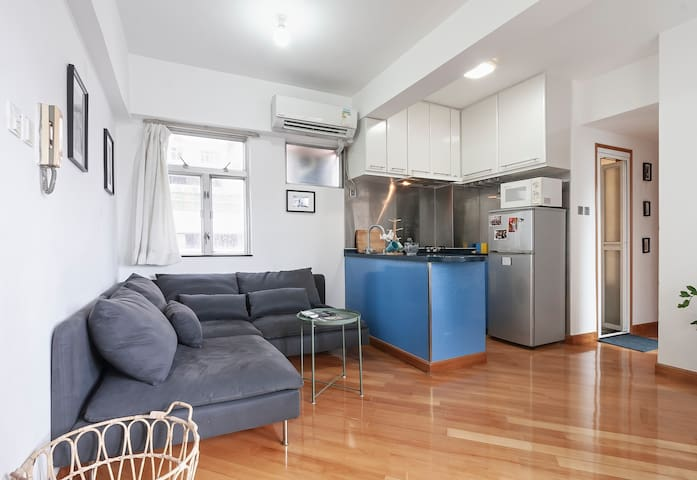 Soho! Big 1 bed aptment in great central location!