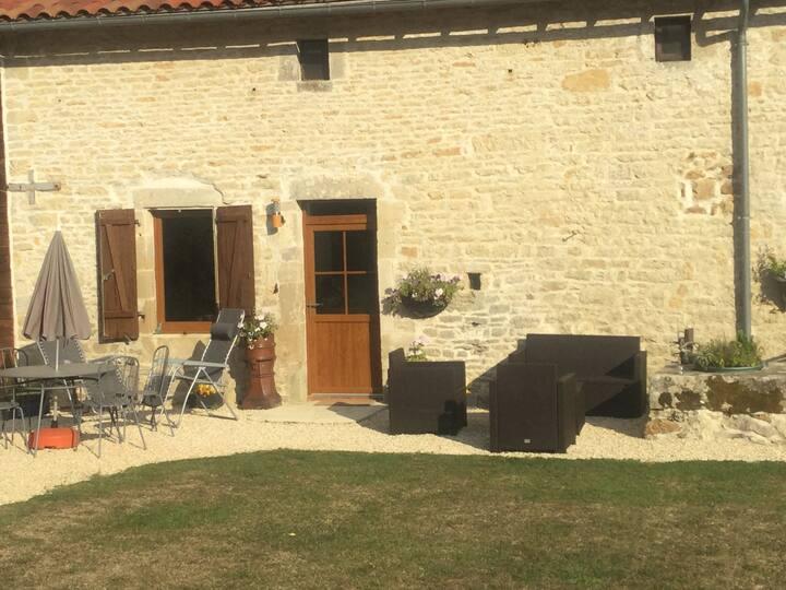 La Guinguette - Stone longère - family safe clean.