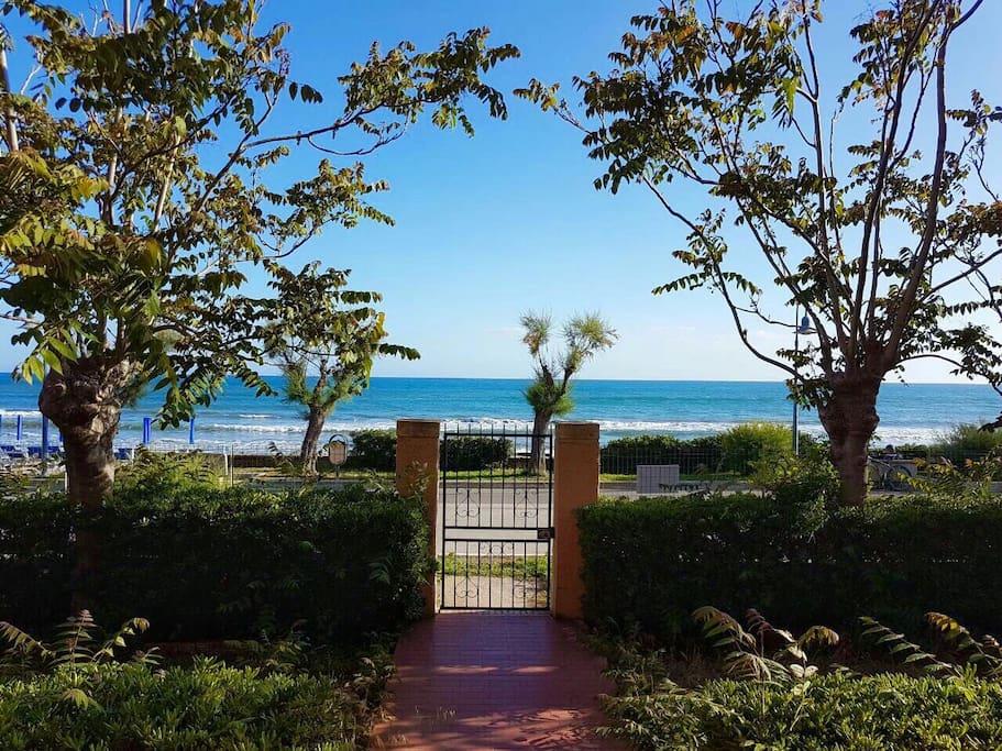 Appartamento sulla spiaggia con posto auto privato case for Costo della costruzione della casa sulla spiaggia