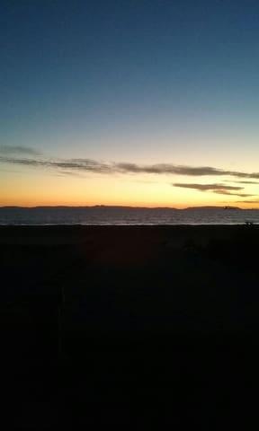 Surfs Up Cozy Beach Bungalow - Sunset Beach - Apartment