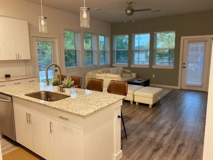 2 Bedroom Apartment Near Downtown Fort Worth