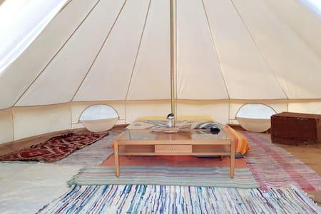 Bellissima bell-tent nella campagna vicino Perugia