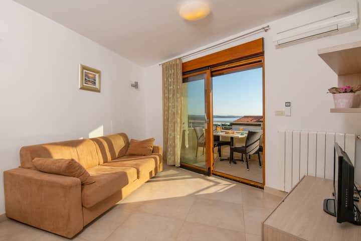 Apartment OLIVA 2+2 with sea view