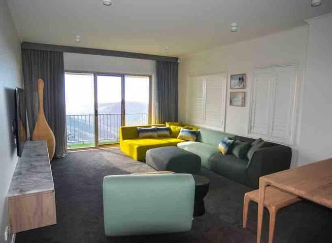 Luxury Top Floor 3 Bedroom Apartment