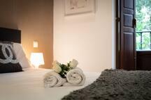 Habitacion con cama doble/Room with double bed