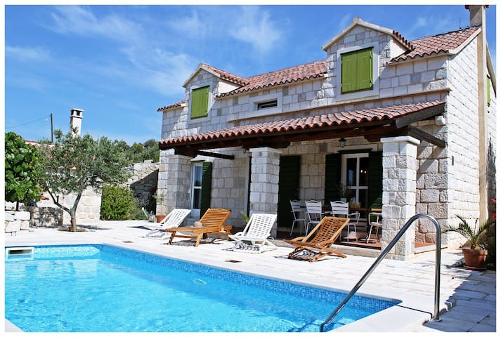 Beautiful 3 Bedroom Stone House With Swimming Pool - Vrsine - Villa
