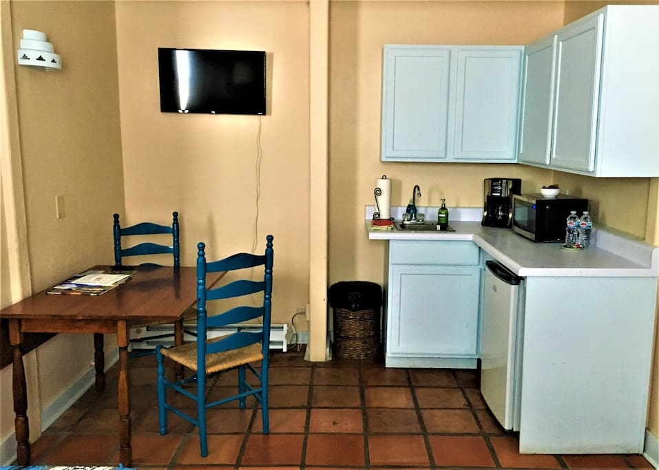 Room 1 - Kitchenette