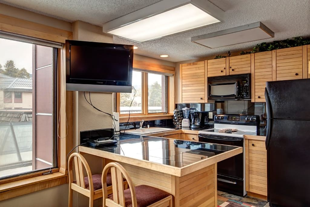 Skier`s Choice Kitchen with HDTV and DVD player