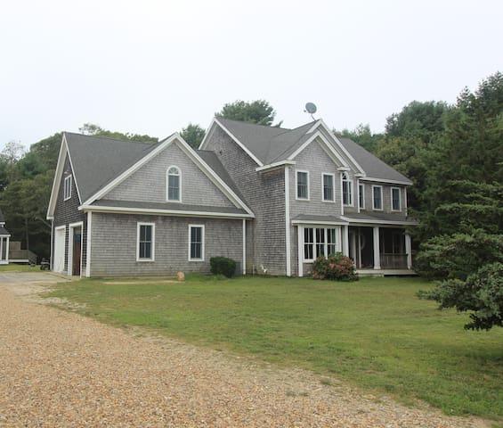 Spacious Vineyard Haven Contemporary Farm House