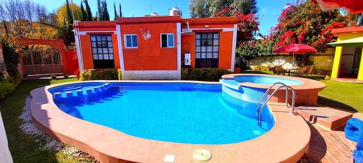 Casa con Alberca  privada en el centro de tequis