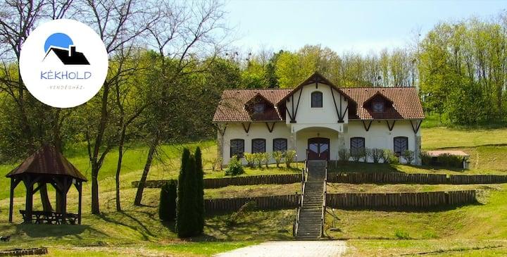 Kékhold Vendégház, a nyugalom szigete a Zselicben