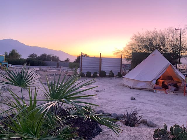 Outback Oasis Glamping near J Tree & Palm Springs