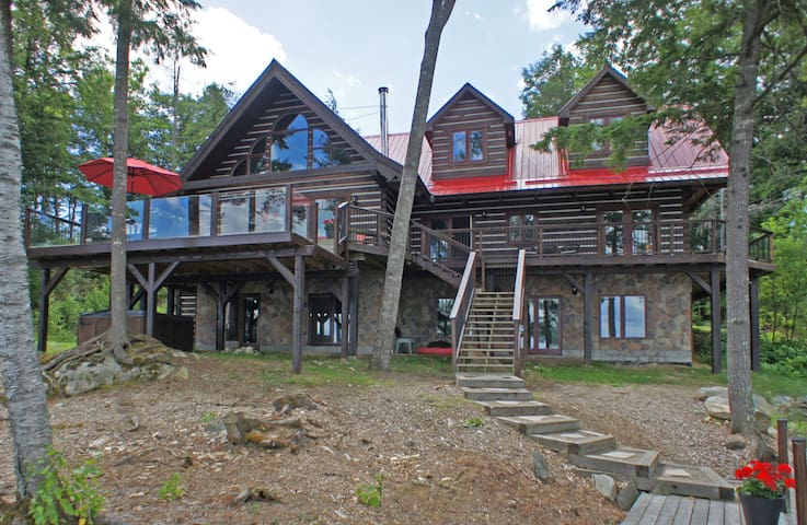Rustic Lakefront Cottage - Dysart and Others - Cabin
