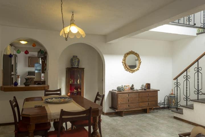 Habitación A, En Casa tranquila en Querétaro