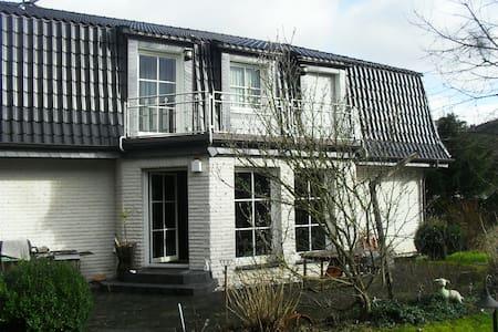 Wohnen mit nettem Ambiente - Bergneustadt - บ้าน