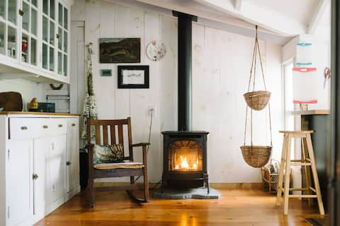 Winter at 1920's Classic Cottage, Camp Watercombe