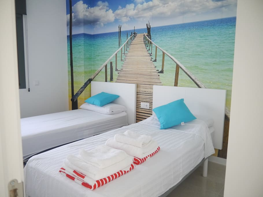 Bedroom with two single beds (90 x 200 cm) with comfortable mattress