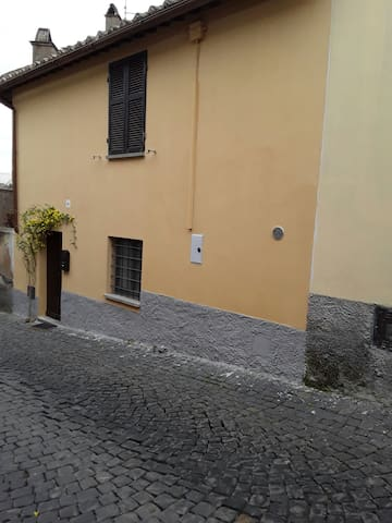 Casa indipendente su due piani - Tuscania - Casa