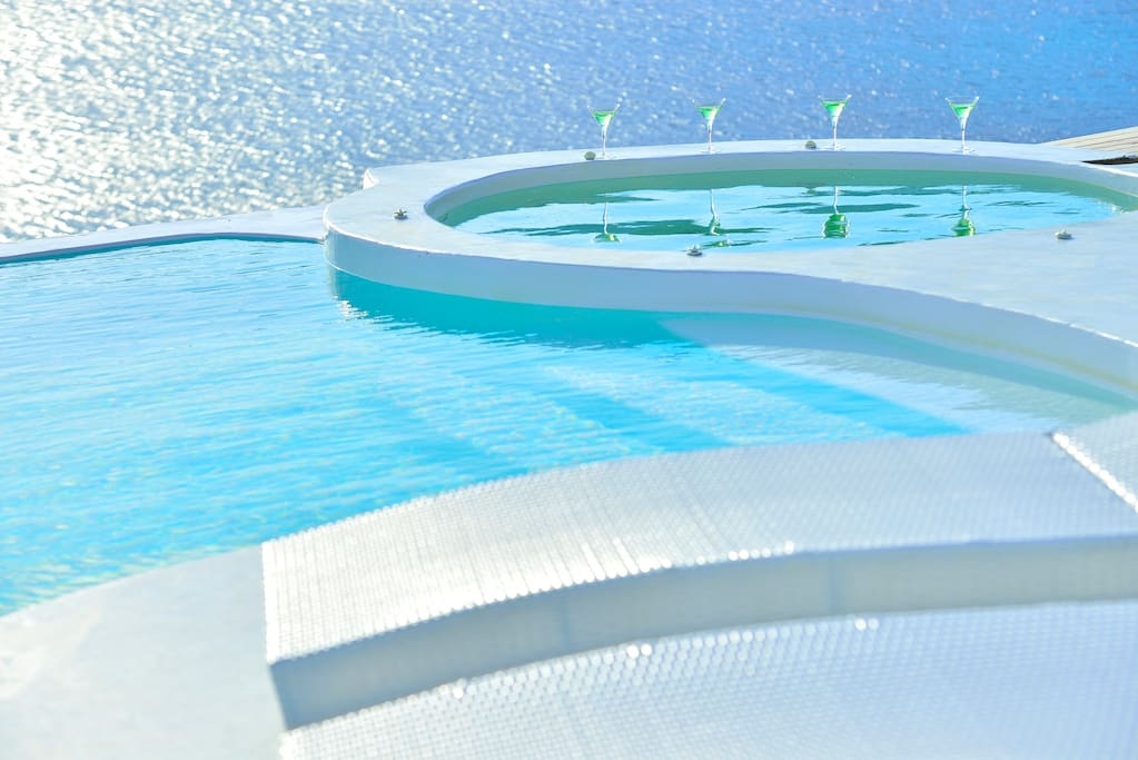 Infinity pool and heated jaccuzzi