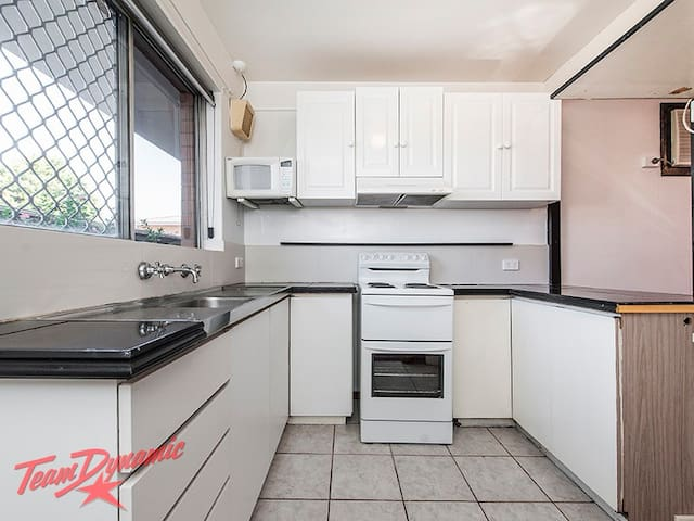 Self Contained 2 Bedroom Unit Close to City