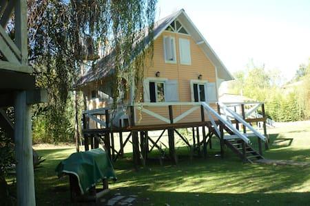 hermosa  cabaña en el río, delta tigre - tigre
