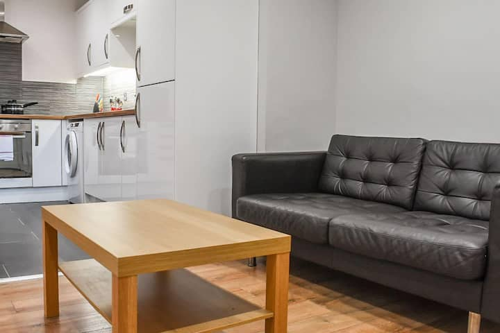 Modern and Bright 1 bedroom apartment