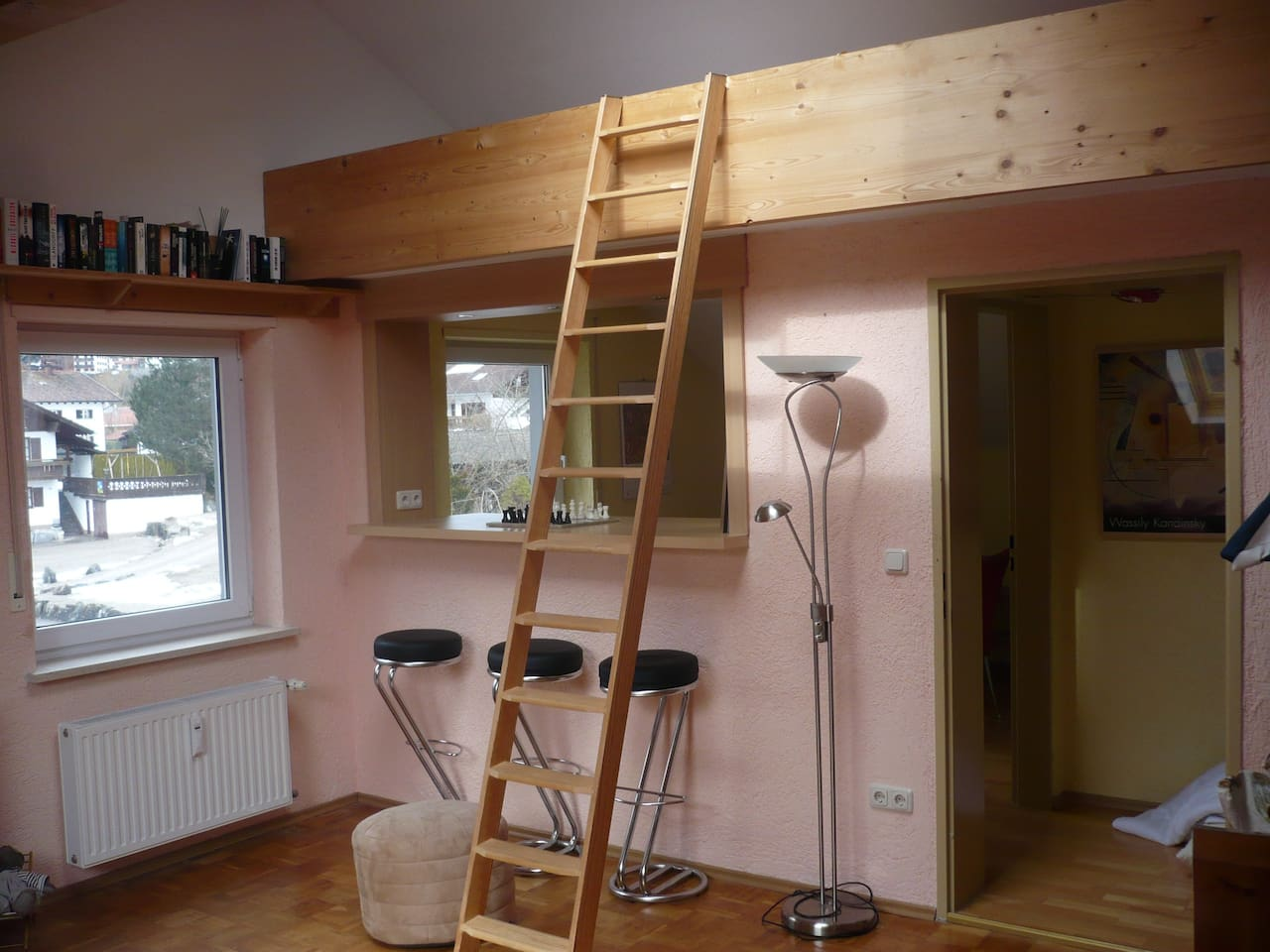 FEWO auf 1,5 Ebenen mit ausgebauten Dachspitz und Platz zum Schlafen (Matratzenlager)
