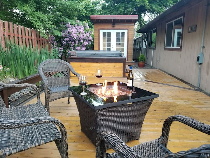 Backyard Hot Tub and Sauna, Walk Downtown