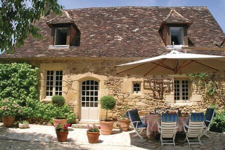 5 Bedrooms Home in St. Avit Riviere - St. Avit Riviere