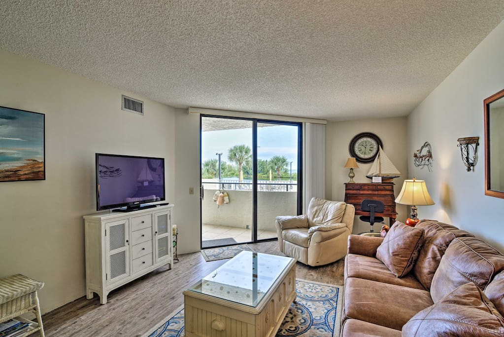 Up to 4 guests will feel right at home in this well-appointed condo.