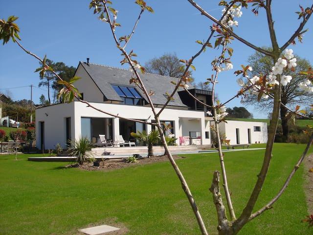 Villa Entière Mi-Juin /Juill./ Août - Béganne - 別荘