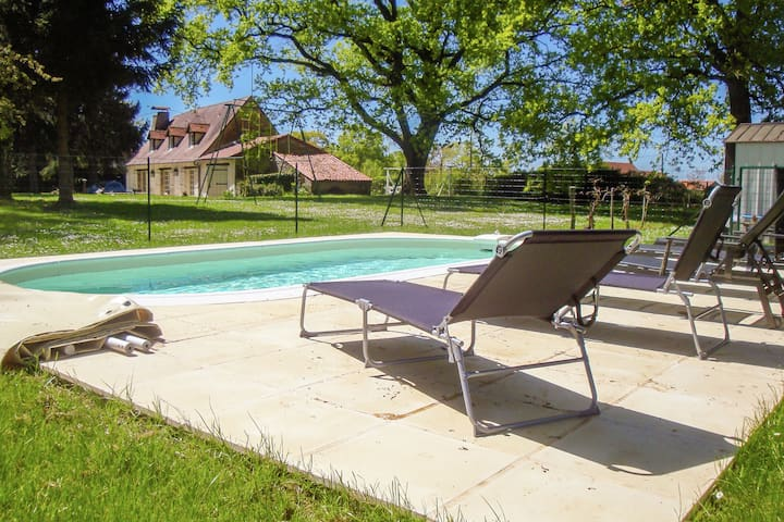 Relax in this comfortable house with large garden and swimming pool.