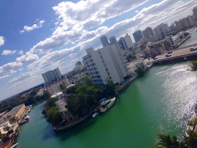 View of 270 degrees, ocean & canal - Miami - Byt